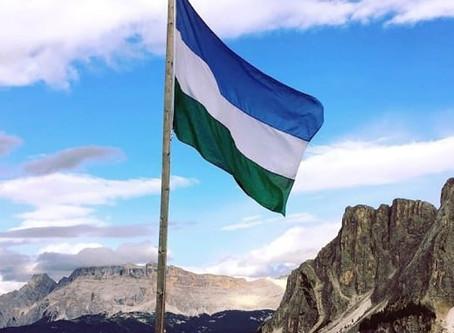 100 ani bandiera ladina