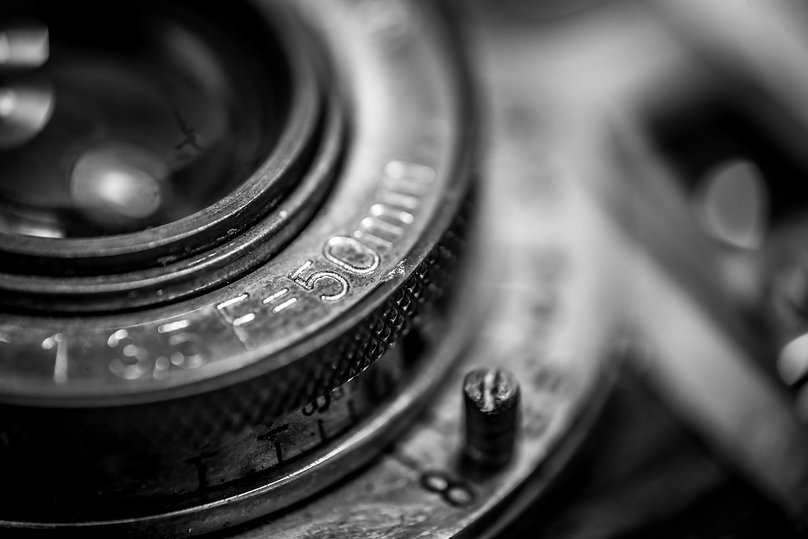 closeup-of-an-old-retro-film-camera-lens