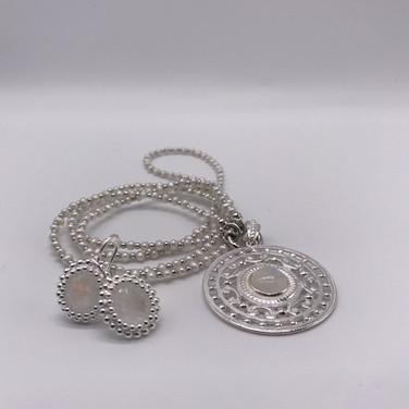 Perlkette mit Silberelementen