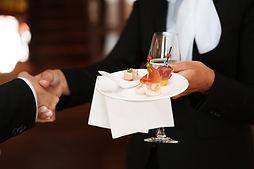 Auftritt im Business, Dresscode, Business-Garderobe, Knigge, Tisch-Knigge, Knigge beim Apéro
