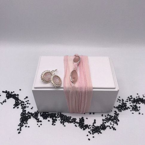 Seiden-Armband mit Rosenquarz-Ohrringe