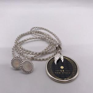 C5 Welnness-Chip mit Perlenkette