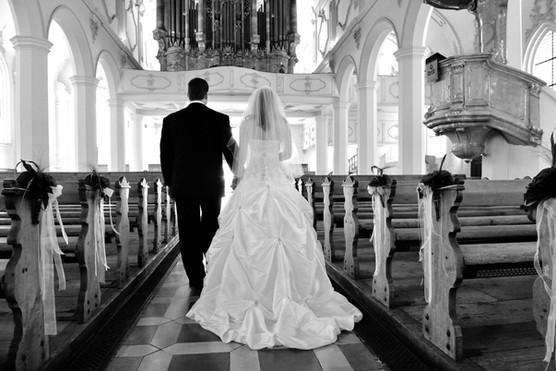 Hochzeit Kirche Brautpaar.jpg