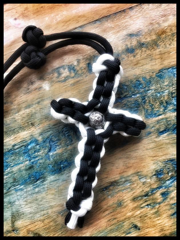 Paracord Kreuz mit Bead