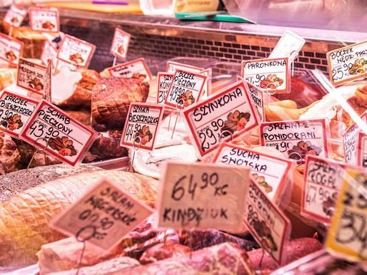 Ceny wieprzowiny w sklepach lecą w dół. Eksperci: Może być jeszcze taniej przez ASF i koronawirusa
