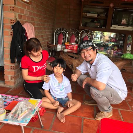 友人Toanの村の障害を持つ子に会わせて貰いました。
