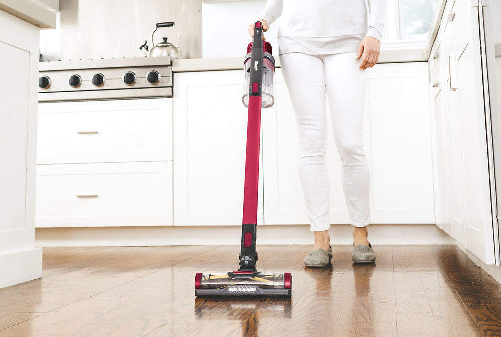 Shark Cordless Vacuum Cleaner in Magenta