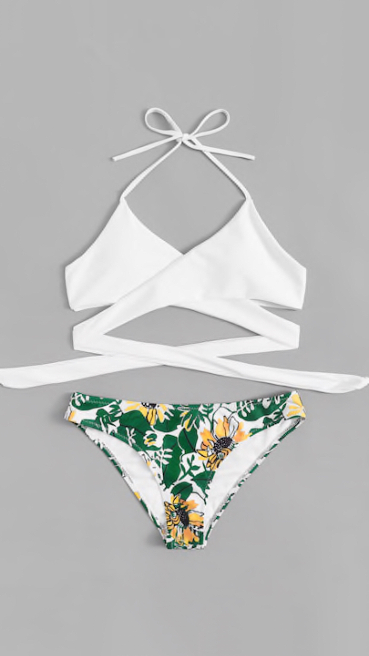 Bikini blanco con flores