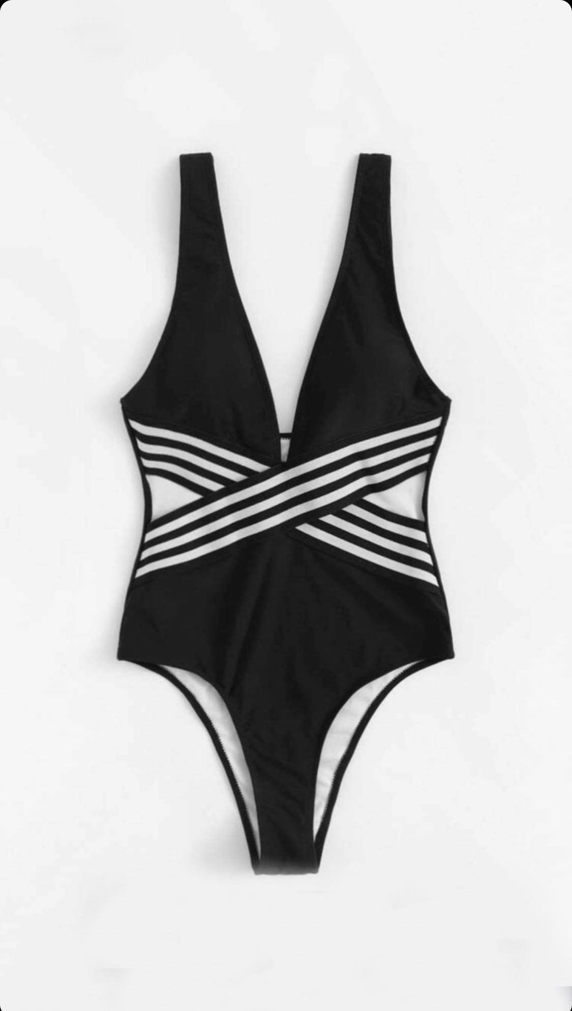 Bañador negro con líneas