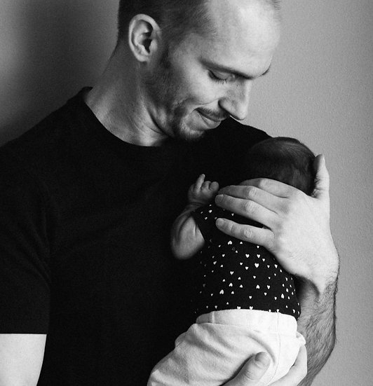 Newborn and Dad, image by Kelly Sikkema via Unsplash
