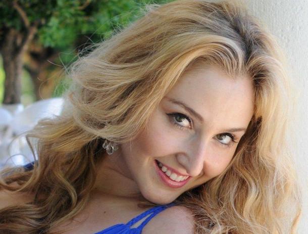 Venicia Sandria Rasmussen Sopran_edited.