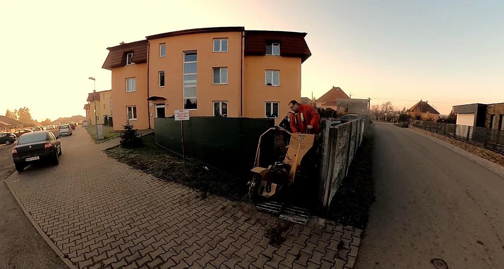 Freza Vermeer SC30tx projede i brankou 90 cm - frezujemeparezy.cz