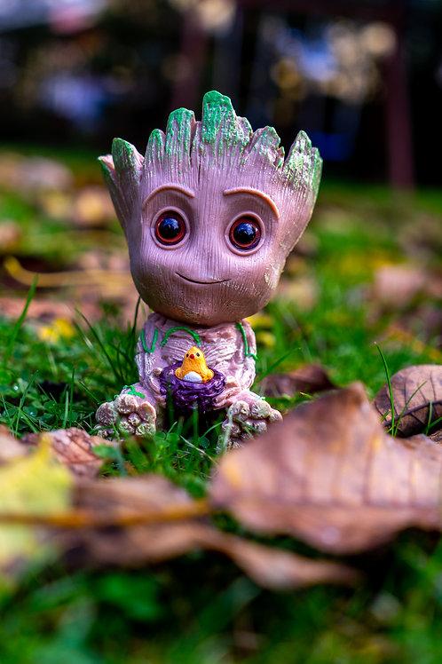 Květináč figurka Groot s ptáčetem