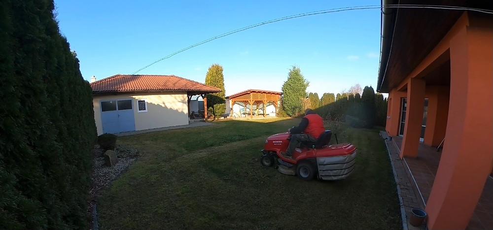 Sekání trávníku a sběr listí před zimou - frezujemeparezy.cz