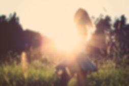 děvče a slunce.jpg