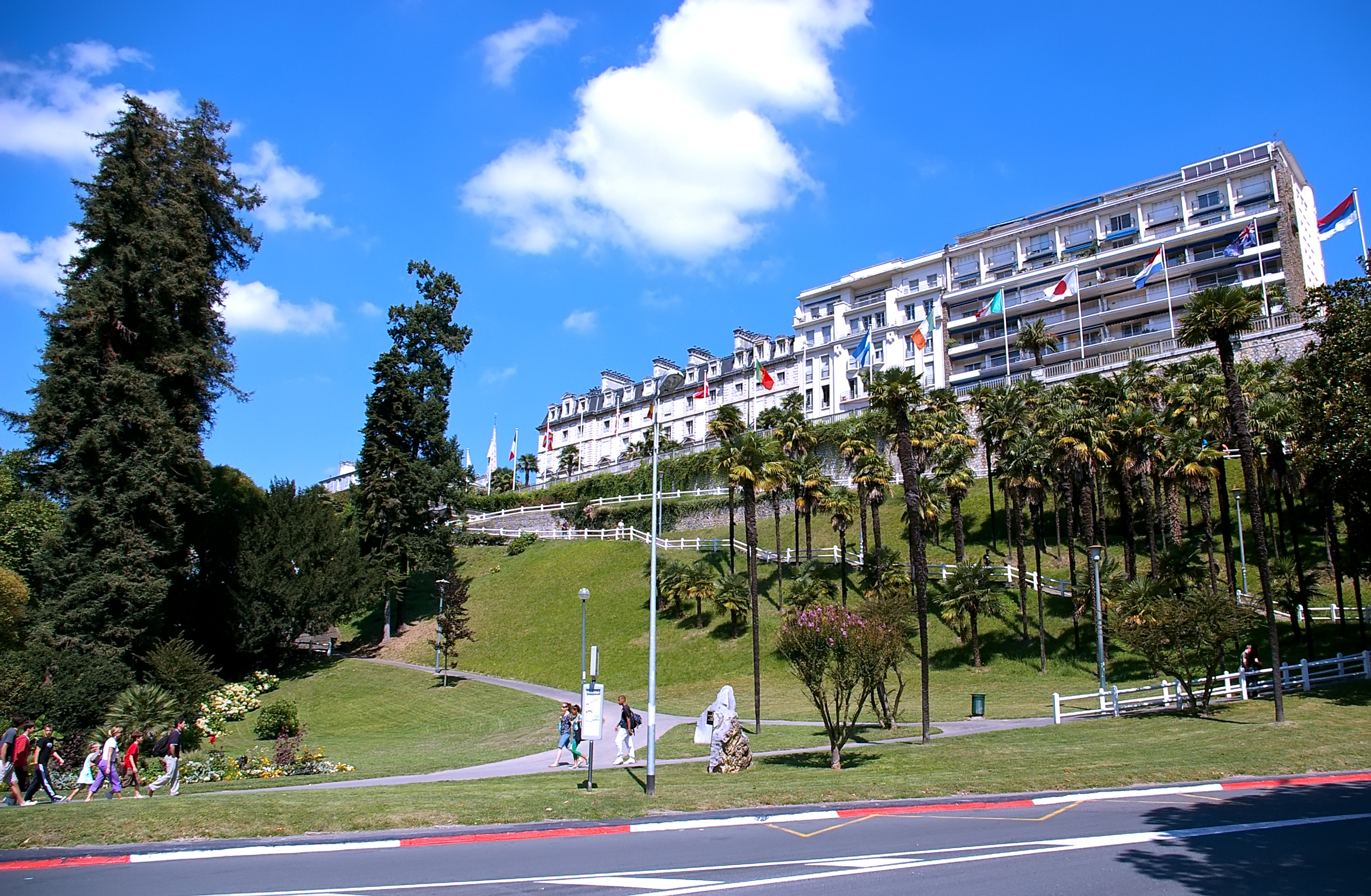Contrebas_du_boulevard_des_Pyrénées_(Pau).jpg