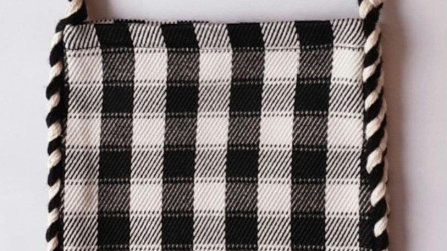 Traistuta alb negru