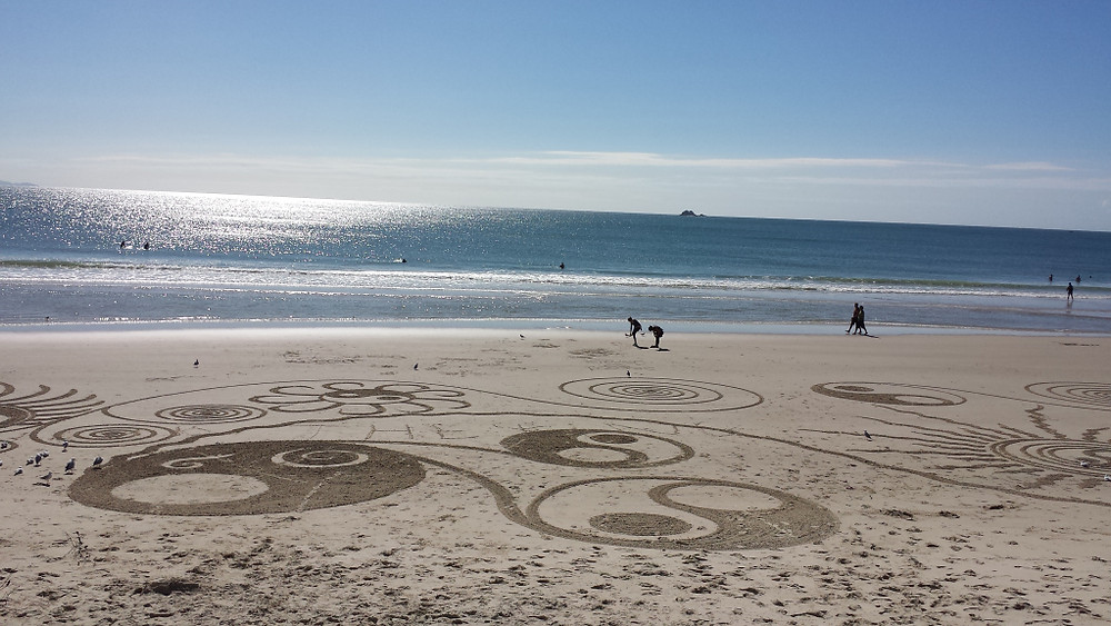 Sand painting on the esplanade of Byron Bay