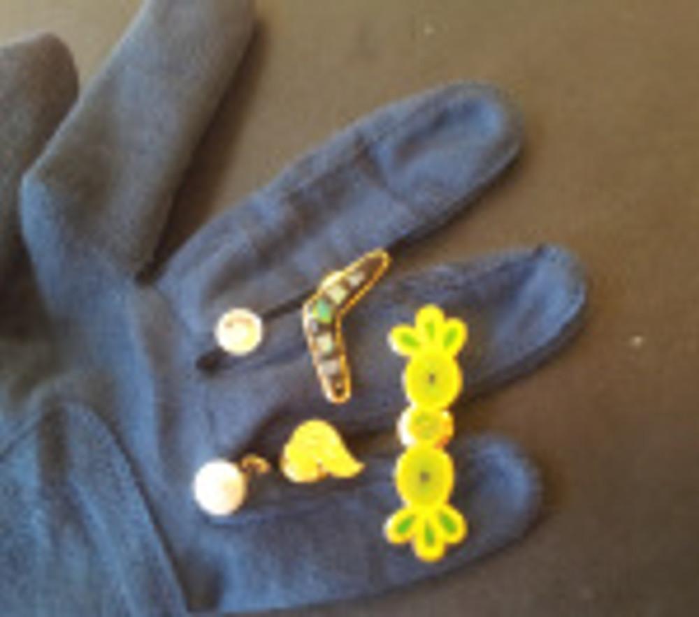 My cheap Charlie souvenir hat pins