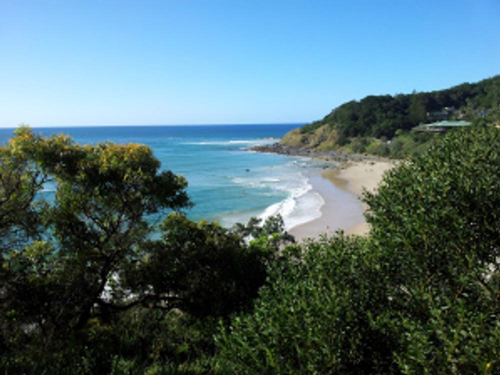 Eastward view on a cliff-walk along Byron Bay