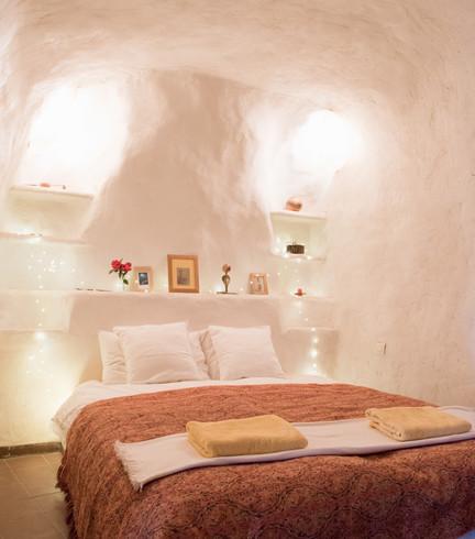 cave hosue bed