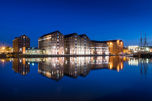 Shooting the city at night - Bristol