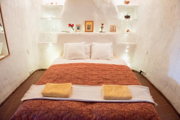 Cave-bedroom-1.jpg
