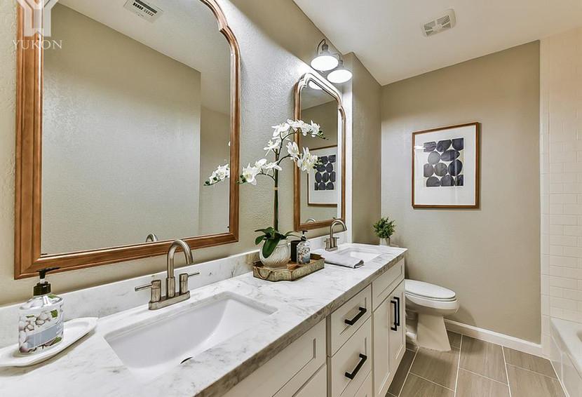Bathroom Y 5.jpg