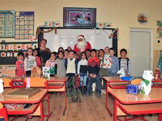 """Дядо Коледа празнува в първи """"б"""" клас"""