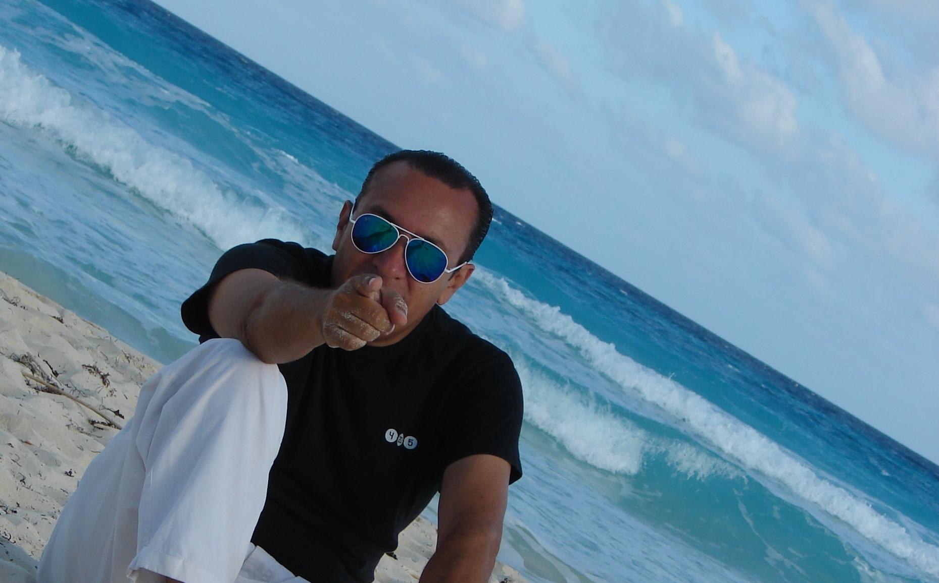 ROBERTO RIOS DJ RADIO CUARTOS CUADRADOS