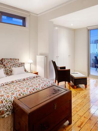 Victoria Ave Master Bedroom 09.jpg