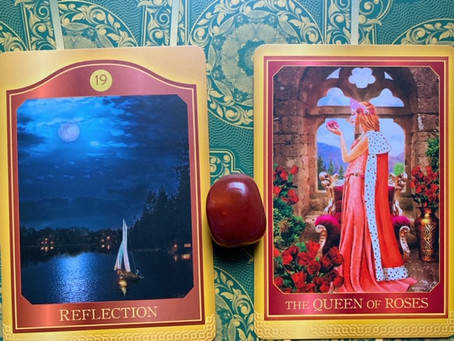 Weekly Tarot: Reflection and Queen of Roses