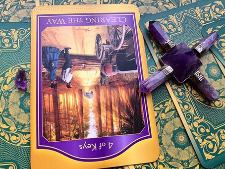 Weekly Tarot: Clearing The Way (4 of Keys)