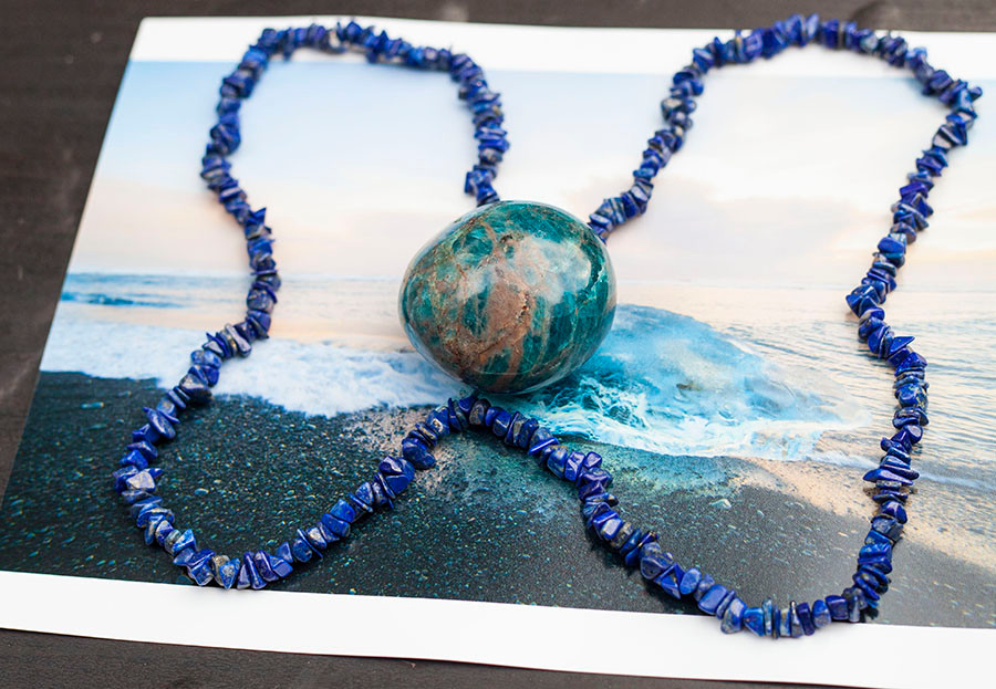 Grounding with Lapis Lazuli, Apatite and an Ocean scenery