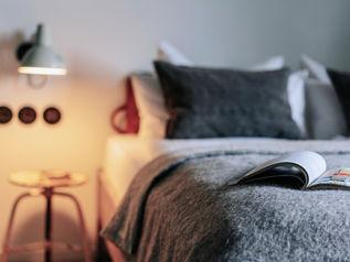 Nachttischleuchte mit Aufbewahrung