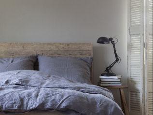 Schlafzimmer - Bett aus Bauholz