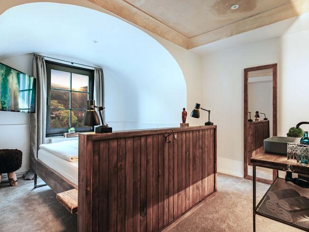 Rundbogen Zimmer mit Patina Decke