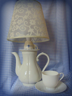 Lamp_white_and_blue_floral_£20