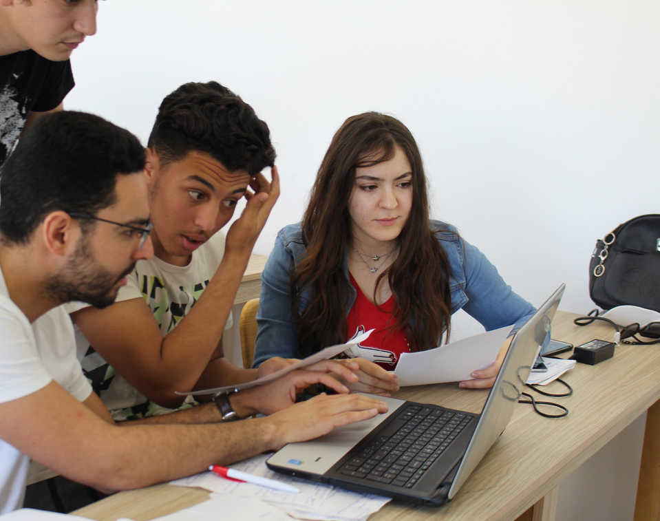 Etudiants en projet de creation