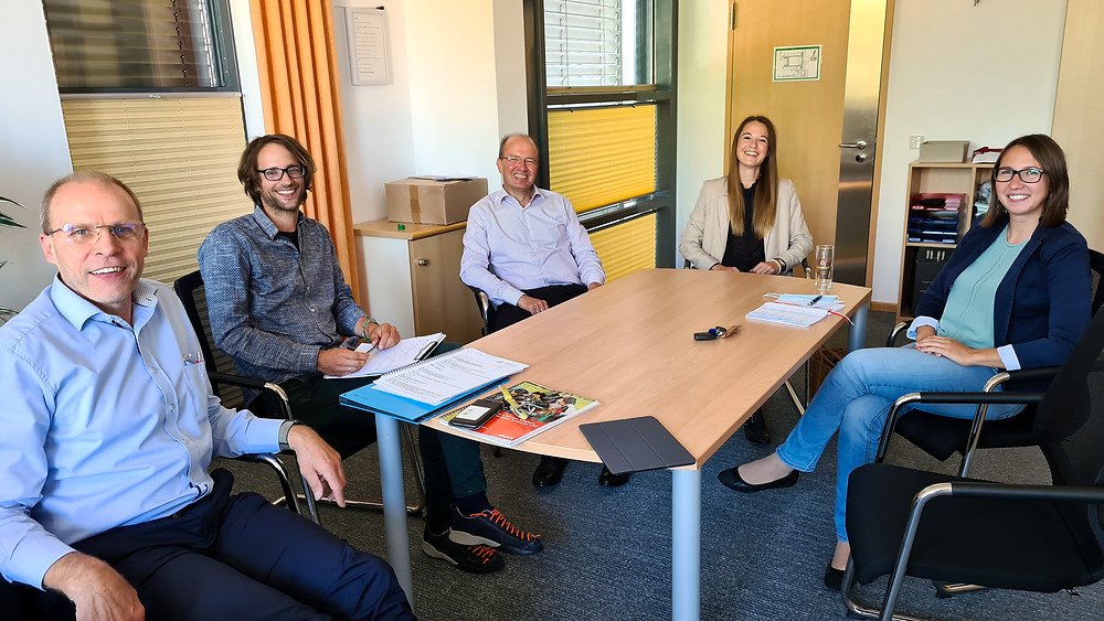 Visit at Ortenburg-Gymnasium Oberviechtach. Pictured left to right: Ludwig Pfeifer (Principal), Andreas Wohlgemuth (Math Teacher), Jürgen Biffar (CEO), Lena Zitzelsberger (Scrum Master), Veronika Brunner (Math Teacher)