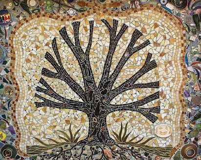 Kentuck Tree mosaic Linda Munoz Rhys Greene