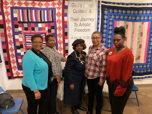 Group Pic of Quilters.jpg