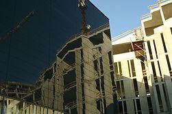 Spiegelung am Bau (Architektur-Fotografie)