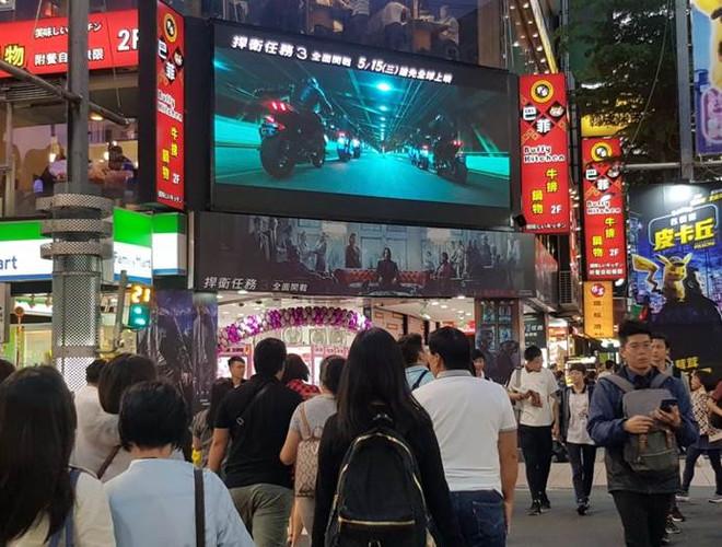 台北西門町武昌 電視牆牌樓3.jpg
