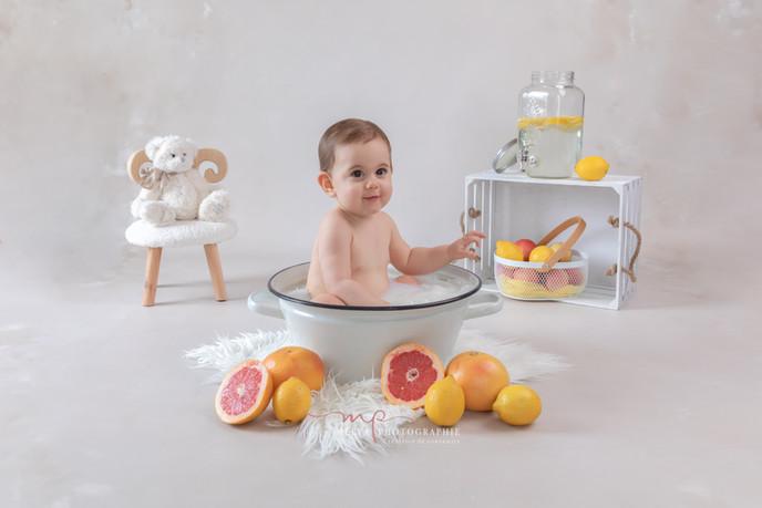 séance photo bébé bain de lait mélya photographie