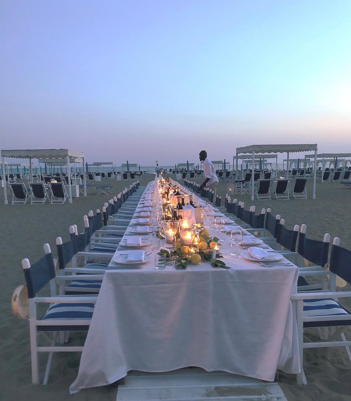 Tavolo imperiale, ricevimento in spiaggia.