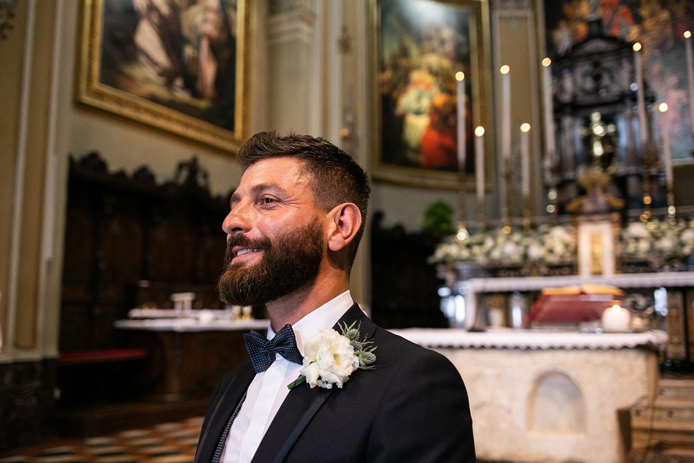 Lo sposo aspetta la sposa
