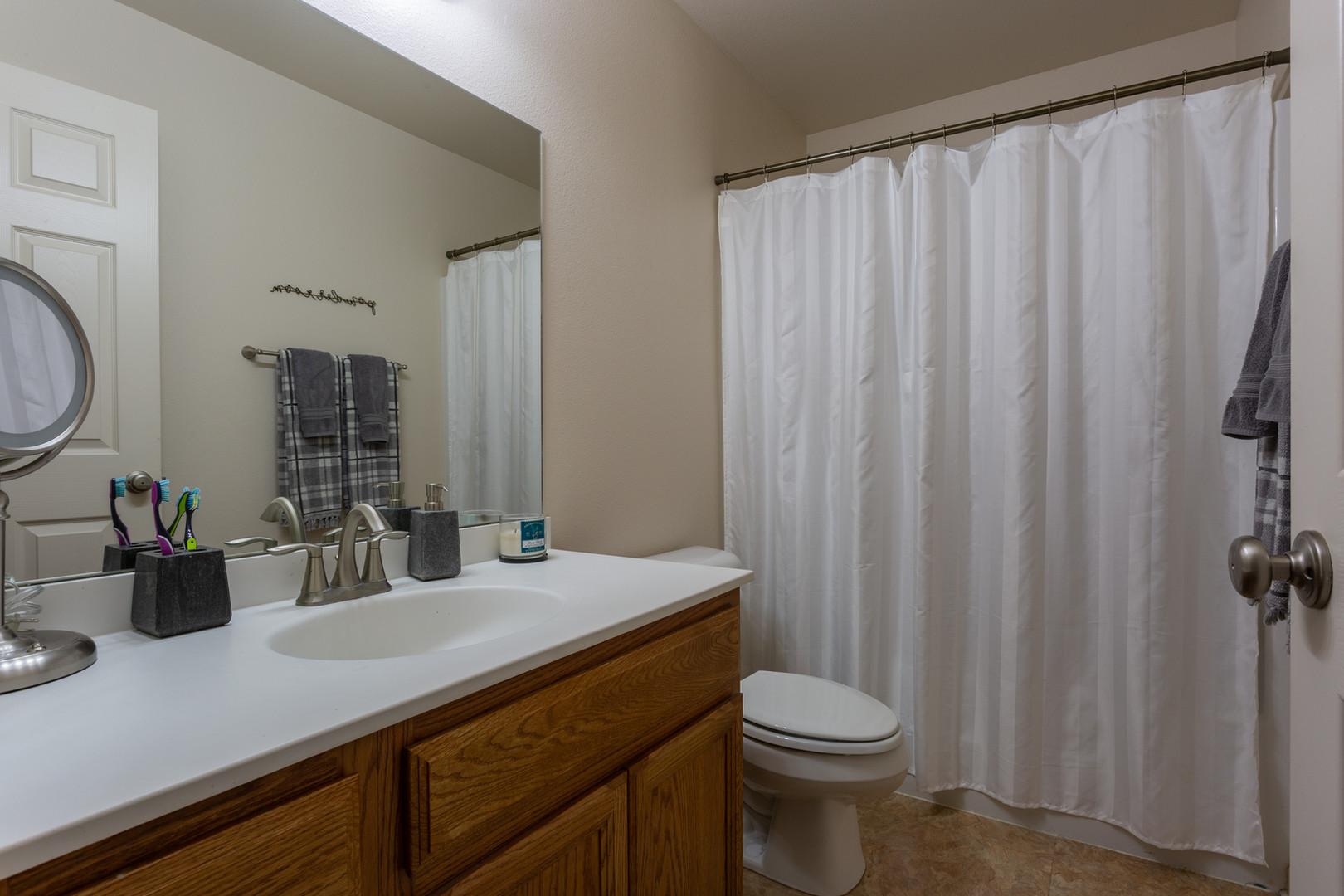 Kiva 2 BR Bathroom