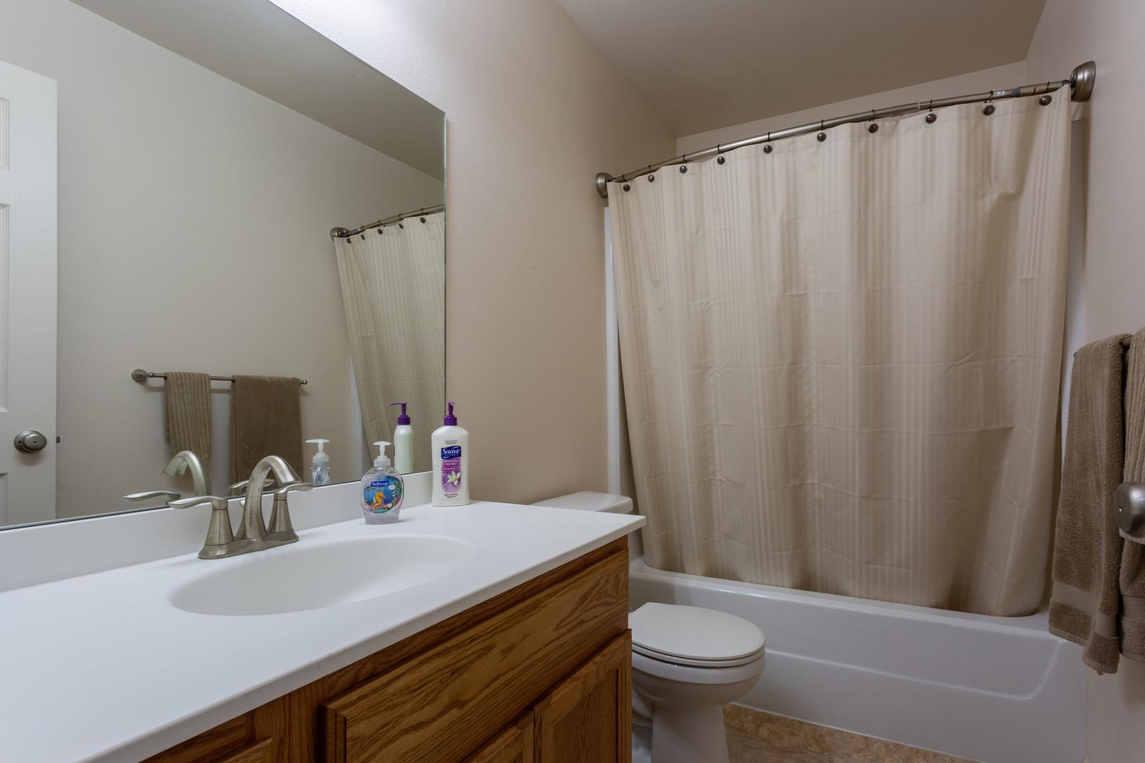 Kiva 1 BR Bathroom