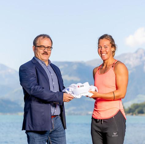 Jeannine Gmelin und OKB CEO Bruno Thürig - Partnerschaft mit der Obwaldner Kantonalbank